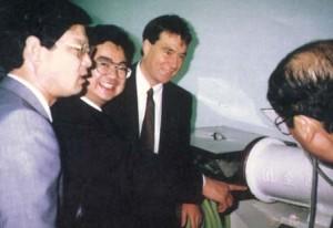 """""""Mon maître japonais, Nomura, lors d'une visite à Danival en 1992. Il était accompagné de 40 autres japonais, tous fabricants de miso""""."""